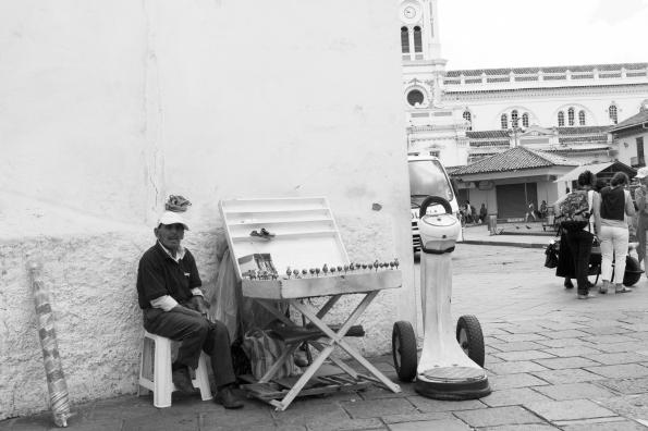 """""""Pesador"""" en las calles de Cuenca, Ecuador. 10 de diciembre de 2014."""