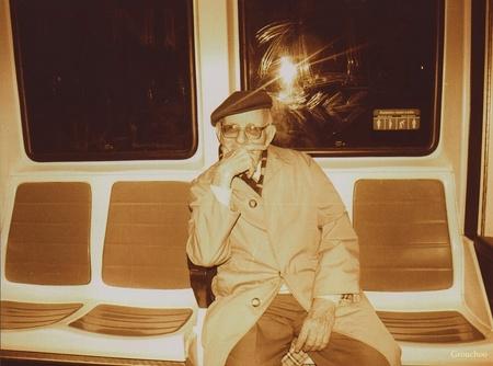Abuelo en el metro de la línea 1 de Madrid