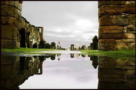 Espejos en la Catedral de St. Andrews