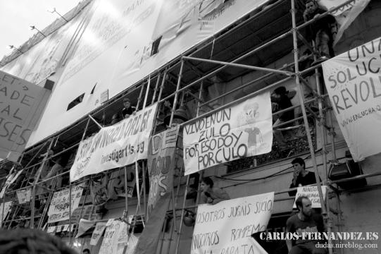 Pancartas en el Agora