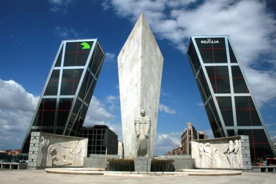 Torres KIO, Puerta Europa