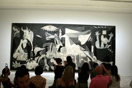 La mirada a la historia III, El Guernica, Picasso, Museo Reina Sofía, Madrid. Spain
