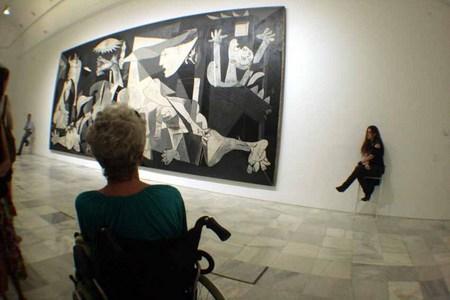 La mirada a la historia IV, El Guernica, Picasso, Museo Reina Sofía, Madrid. Spain