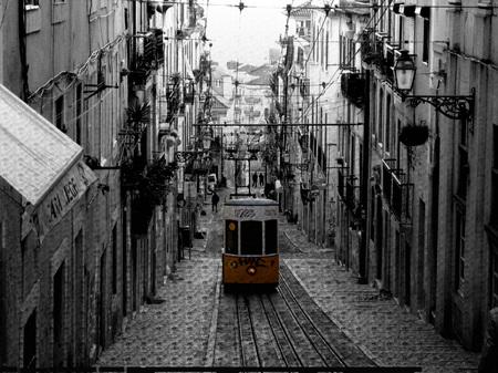 Electrico en el barrio alto de Lisboa