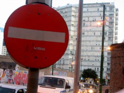 Señal de Prohibido en Lisboa, Portugal