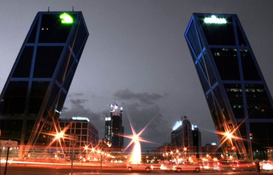 Torres KIO por la noche, Puerta Europa. Madrid