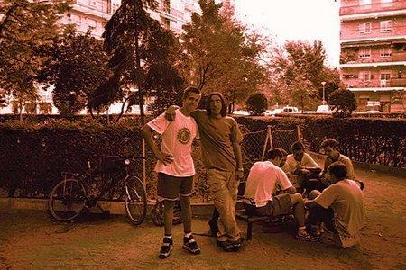 Yo y Emilio en mi barrio en 1999