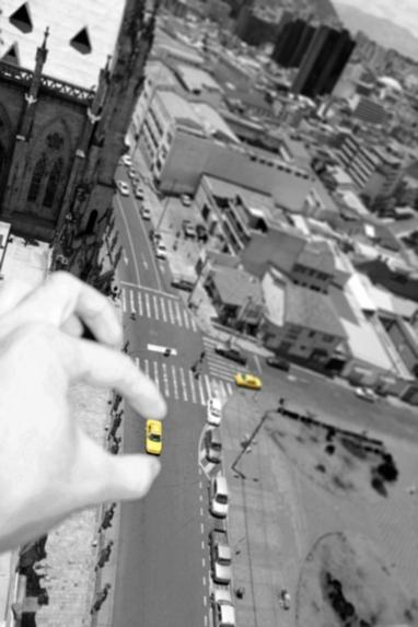 Desde La Basílica de Quito Juego a los coches de juguete, D.19/8/2012