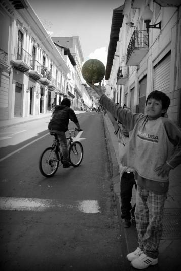 Niño en Quito