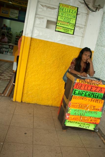Vendedora en el centro de Jipijapa. Agosto del 2013