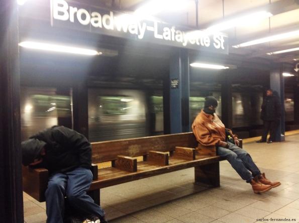 4. Personas durmiendo la parada de Broadway de N.Y, diciembre del 2014. A las 23:00