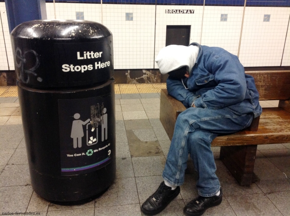 3. Persona durmiendo la parada de Broadway de N.Y, diciembre del 2014. A las 23:00