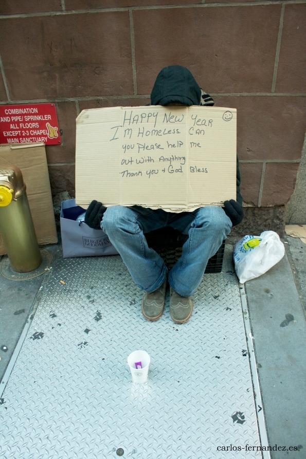 """5. Persona pidiendo en la """"Grand Central Terminal"""" de N.Y, 30 diciembre del 2014. A las 23:00"""