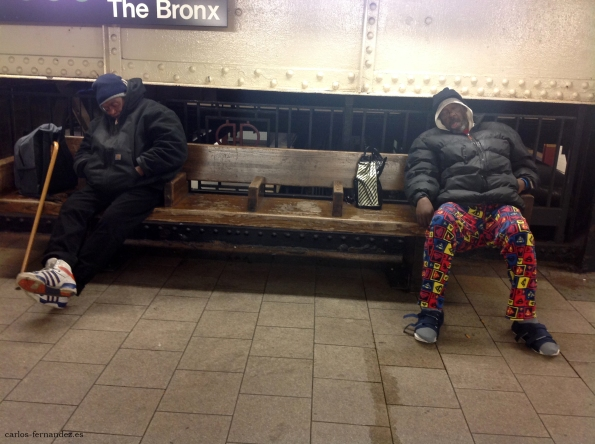 6. Personas durmiendo en el metro The Bronx de N.Y, 30 diciembre del 2014. A las 24:00
